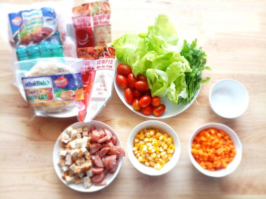 lạp xưởng cá trộn salad